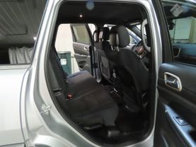 2017 Jeep Grand Cherokee - Image 12