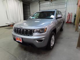 2017 Jeep Grand Cherokee - Image 6