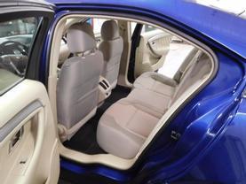 2015 Ford Taurus - Image 14