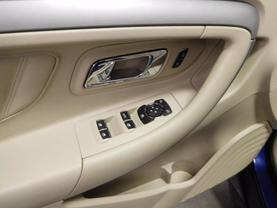 2015 Ford Taurus - Image 16
