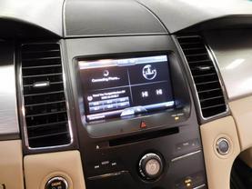 2015 Ford Taurus - Image 17