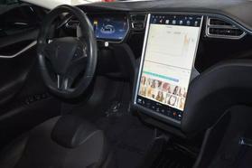 2015 Tesla Model S - Image 28