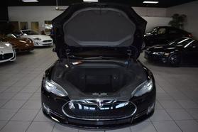 2015 Tesla Model S - Image 32
