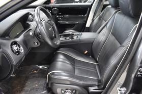 2016 Jaguar Xj - Image 11