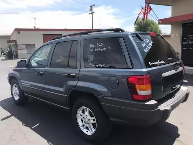 Jeep Grand Cherokee Laredo Sport Utility 4D 2002