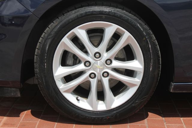 2016 Chevrolet Malibu - Image 32