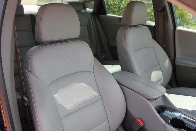 2016 Chevrolet Malibu - Image 27