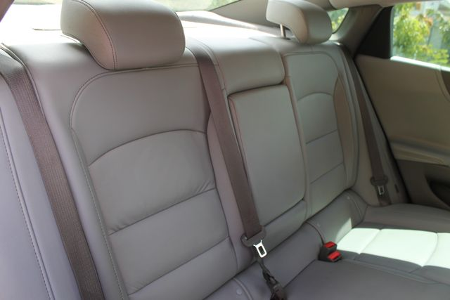 2016 Chevrolet Malibu - Image 24